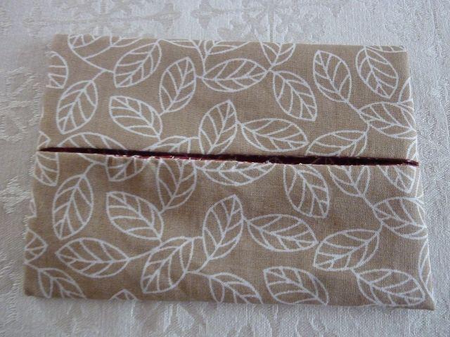 Kleinesbild - Wende-Taschentücher Tasche genäht aus Baumwollstoffen mit Blättermotiven kaufen * TaTüTa* Kosmetiktäschchen ~ griffbereite Taschentücher