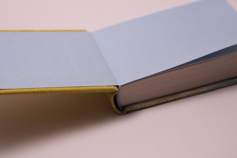 Kleinesbild - handeingebundenes Schreibbuch mit mehrfarbigem Mattleinen-Einband