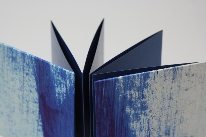 Kleinesbild - handgebundenes Leporello mit unikatem Spachtelpapier bezogen