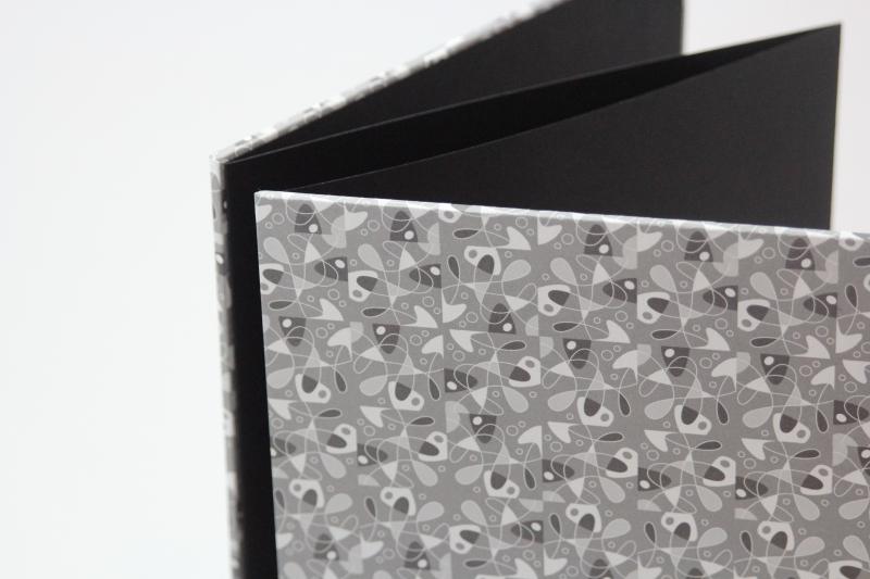 Kleinesbild - handgebundenes Leporello mit grauem Dekopapier bezogen