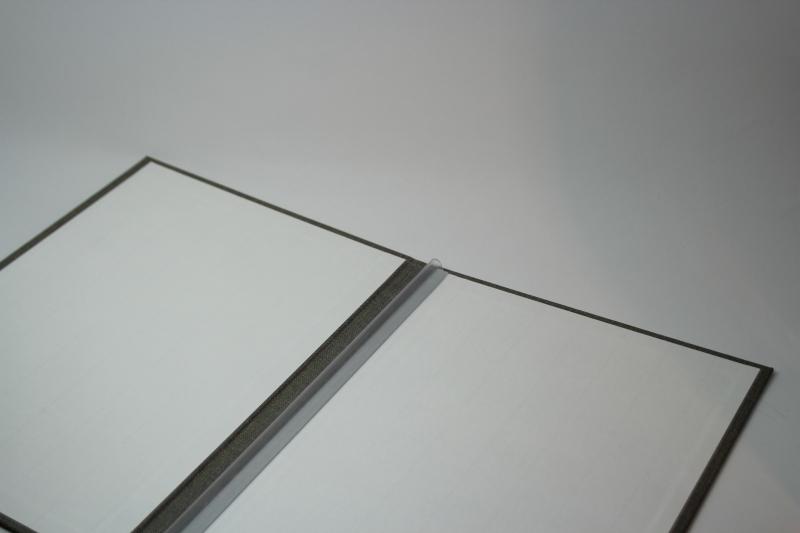 Kleinesbild - Handgebundene Bewerbungs-Mappe mit schwarzer Titel-Prägung
