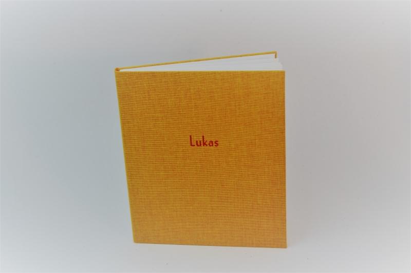 """- handgebundenes Leporello mit sonnengelben Stoffbezug und mit Titel-Prägung """"Lukas""""  - handgebundenes Leporello mit sonnengelben Stoffbezug und mit Titel-Prägung """"Lukas"""""""