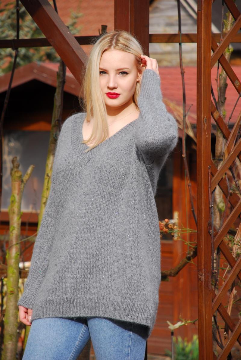 Kleinesbild - graue oversized Pullover mit Pailetten aus hochqualitative Wolle Gr.40-42