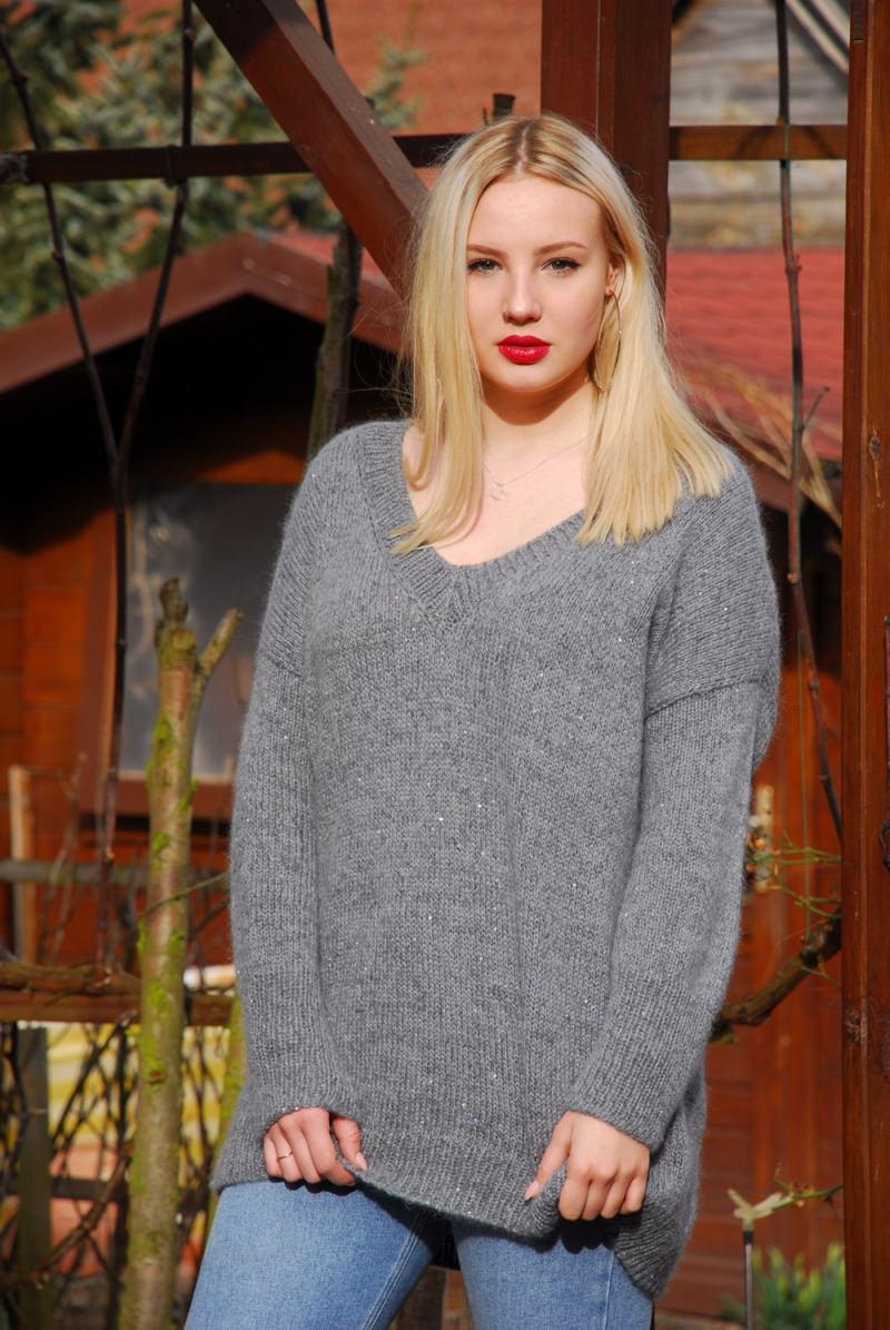 - graue oversized Pullover mit Pailetten aus hochqualitative Wolle Gr.40-42 - graue oversized Pullover mit Pailetten aus hochqualitative Wolle Gr.40-42