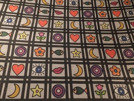 Kleinesbild -  Seidentuch mit ganz vielen kleinen Bildern z.B. Herz, Mund, Blume, Stern und Mond