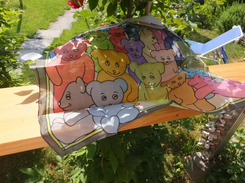 Kleinesbild - Seidentuch mit vielen kleinen und großen Teddybären