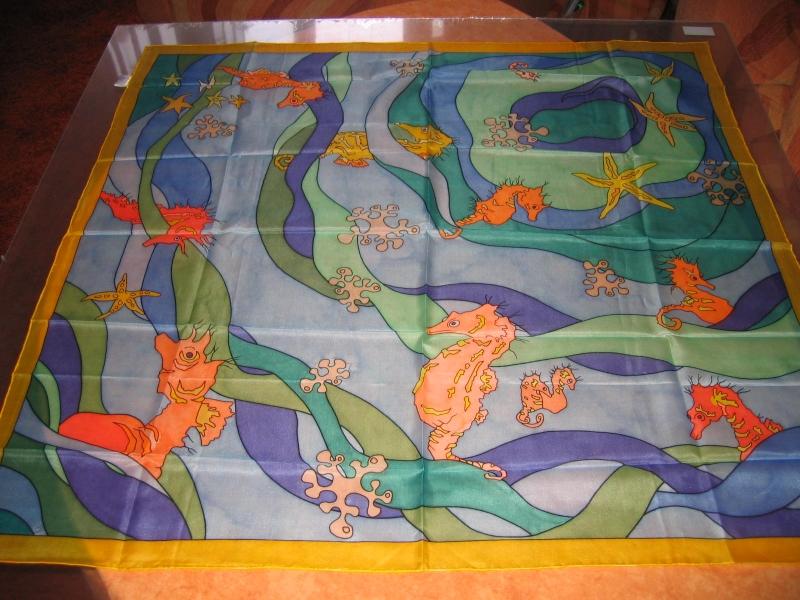 - Seidentuch mit Seepferdchen und Seesternen und Korallen - Seidentuch mit Seepferdchen und Seesternen und Korallen