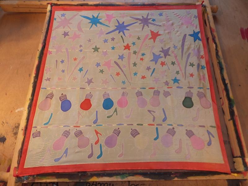 - Seidentuch mit  buntem Feuerwerk und bunten Glühbirnen - Seidentuch mit  buntem Feuerwerk und bunten Glühbirnen