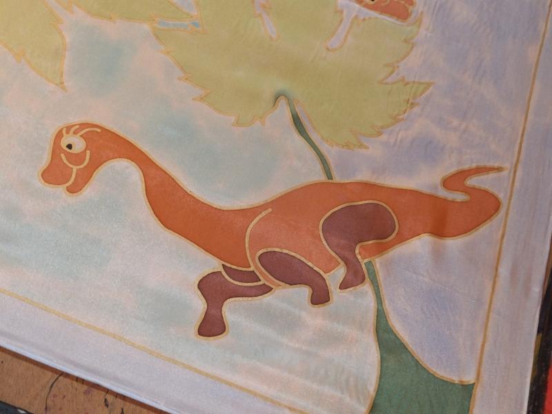 Kleinesbild - Seidentuch mit  kleinen freundlichen Dinosauriern