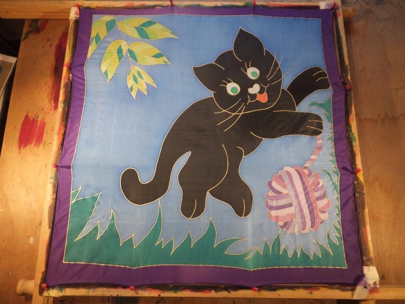 - Seidentuch mit kleiner schwarzer spielender Katze  - Seidentuch mit kleiner schwarzer spielender Katze