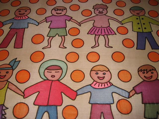 Kleinesbild - Seidentuch mit  kleinen Kindern aus verschiedenen Ländern