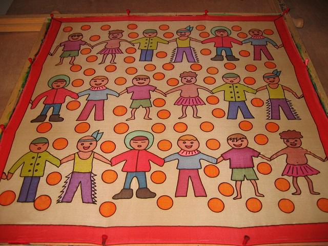 - Seidentuch mit  kleinen Kindern aus verschiedenen Ländern - Seidentuch mit  kleinen Kindern aus verschiedenen Ländern