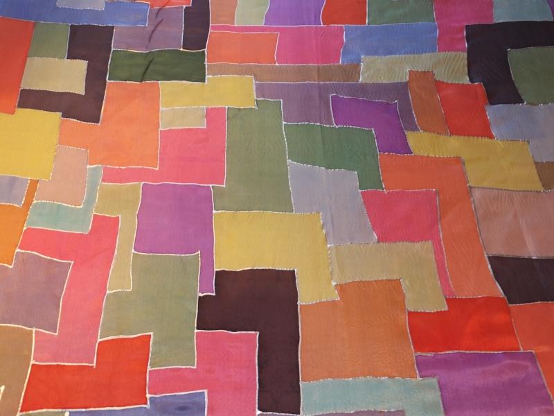 Kleinesbild - Seidentuch mit vielen verschiedenen Vierecken in vielen bunten Farben