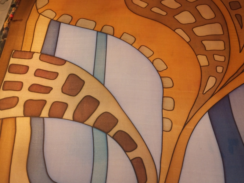 Kleinesbild - Seidentuch mit einem Muster in warmen Erd und Blautönen