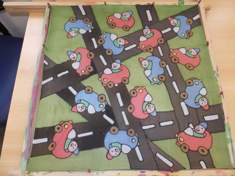 - Seidentuch mit  kleinen bunten Autos auf der Straße - Seidentuch mit  kleinen bunten Autos auf der Straße