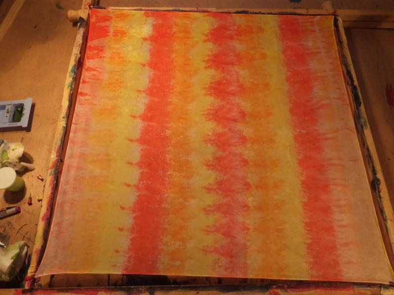 Kleinesbild - Seidentuch mit  gelb, orange und roten Streifen