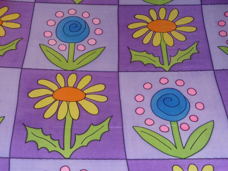 Kleinesbild - Seidentuch mit Blumen in Lilafarbigen Vierecken