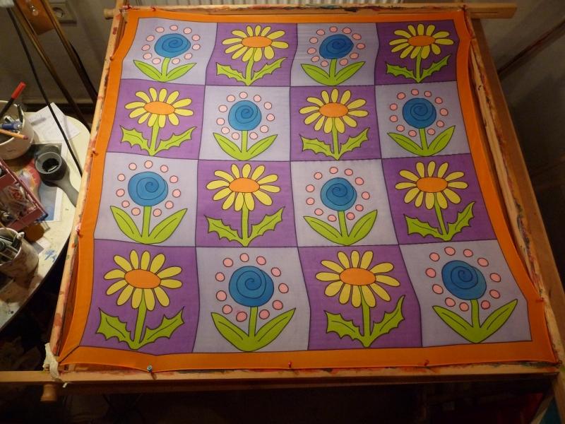 - Seidentuch mit Blumen in Lilafarbigen Vierecken - Seidentuch mit Blumen in Lilafarbigen Vierecken
