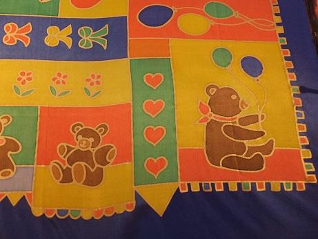 Kleinesbild - Seidentuch mit vielen niedlichen kleinen Teddybären