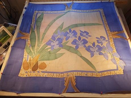 - Seidentuch mit vielen blauen Schwertlilien, auch Iris genannt - Seidentuch mit vielen blauen Schwertlilien, auch Iris genannt
