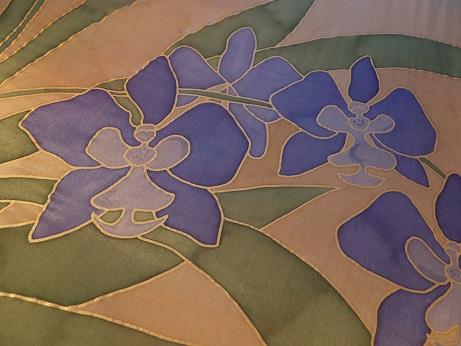Kleinesbild - Seidentuch mit vielen blauen Schwertlilien, auch Iris genannt