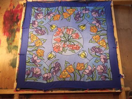 - Seidentuch mit Blumen in Lila, Rosa, Orange und Gelb - Seidentuch mit Blumen in Lila, Rosa, Orange und Gelb