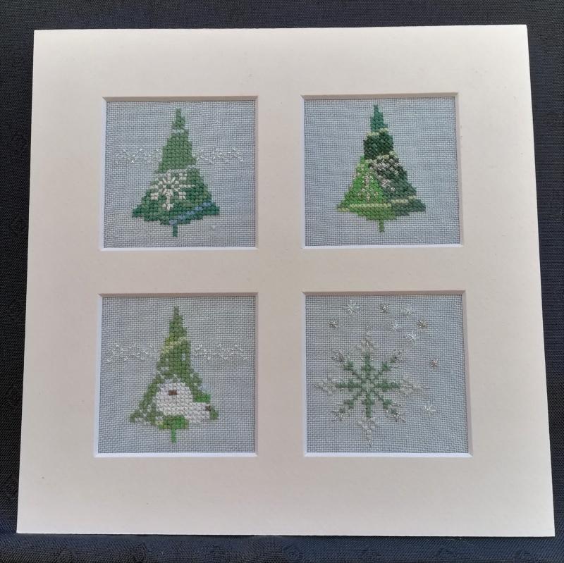- Glitzernde Weihnachtsbäume und Sterne ★ auf hellblauen Leinen gestickt ★ - Glitzernde Weihnachtsbäume und Sterne ★ auf hellblauen Leinen gestickt ★