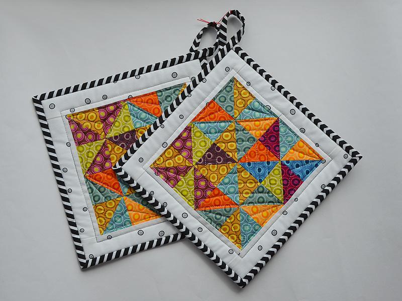 Kleinesbild - Topflappen ★ mit bunten Dreiecken ★ mit einem Muster aus Ovalen ☆ und weißem Rand ☆