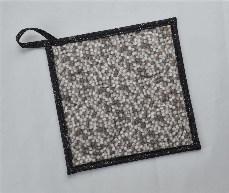 Kleinesbild - Topflappen ✂ applizierte Kreise ✂ auf senfgelbem Leinen