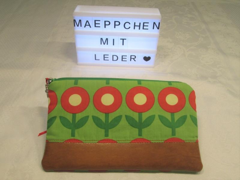 Kleinesbild - Allzweckmäppchen, Mäppchen, Kosmetiktasche, Schminktasche, Stiftetäschchen * rot * Blumen * mit Leder *