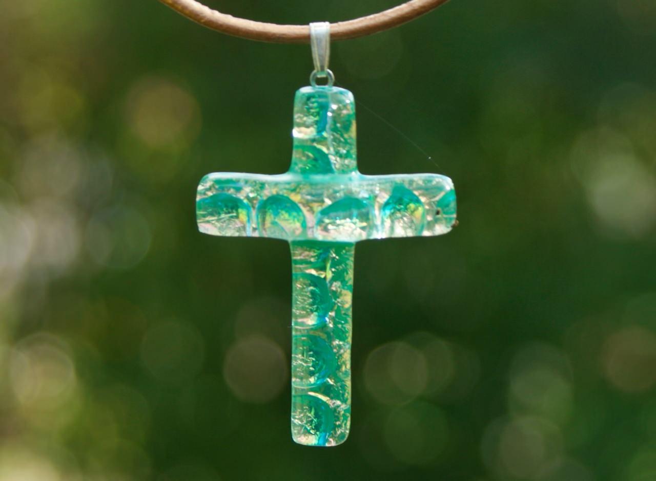 Kleinesbild - grün-braunes KREUZ  aus dichroitischem Glas mit Lederband