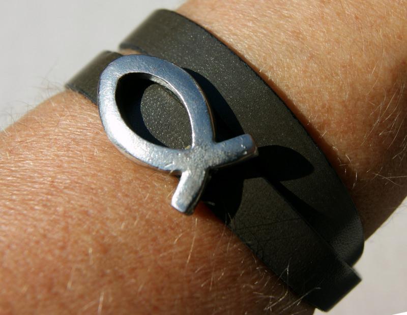 Kleinesbild - Wickelarmband Leder mit Ichthys christlich Fisch braun Magnetverschluss Mann