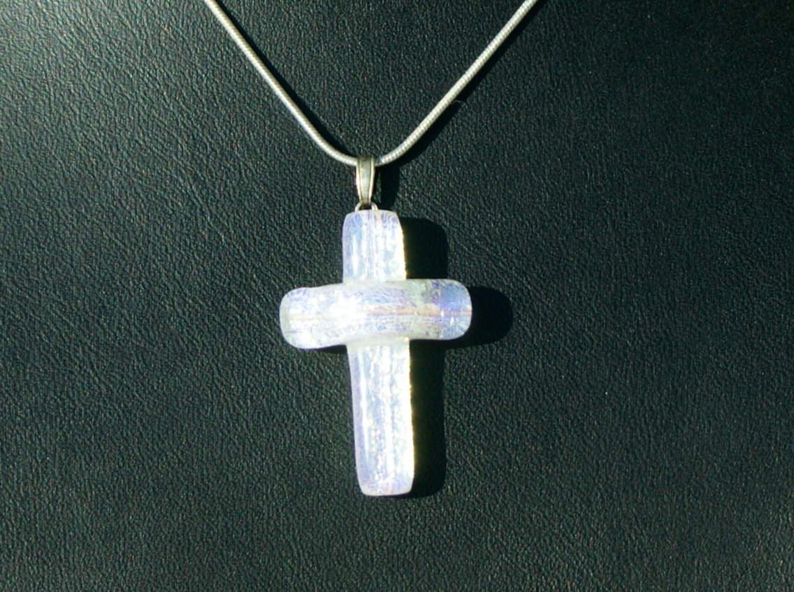 Kleinesbild - kleines KREUZ dichroitisches Glas silbrig weiß Kette Schlangenkette versilbert Geschenk