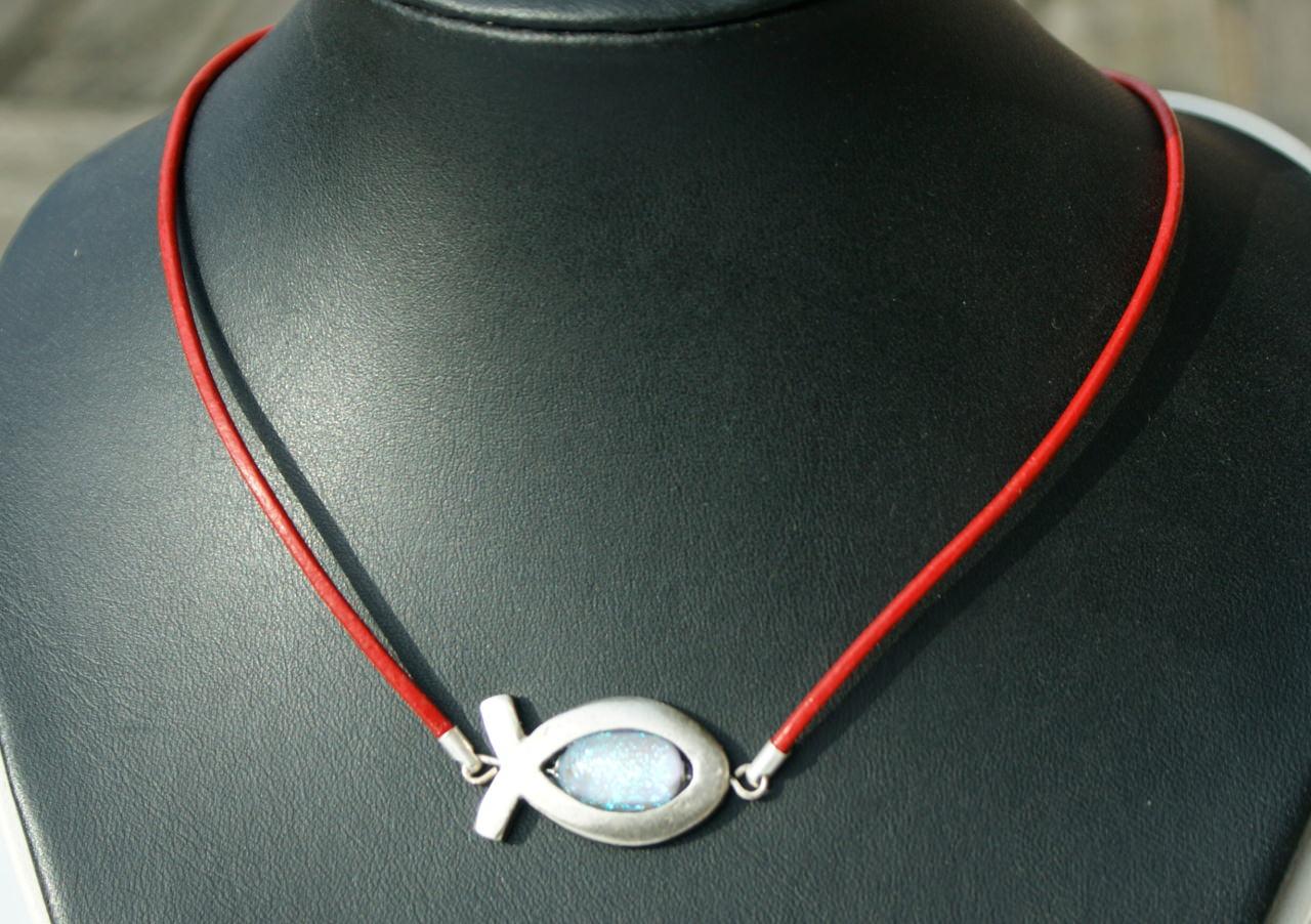 Kleinesbild - Ichthys mit dichroitischem Glas am Lederband rot silber christlich Fisch