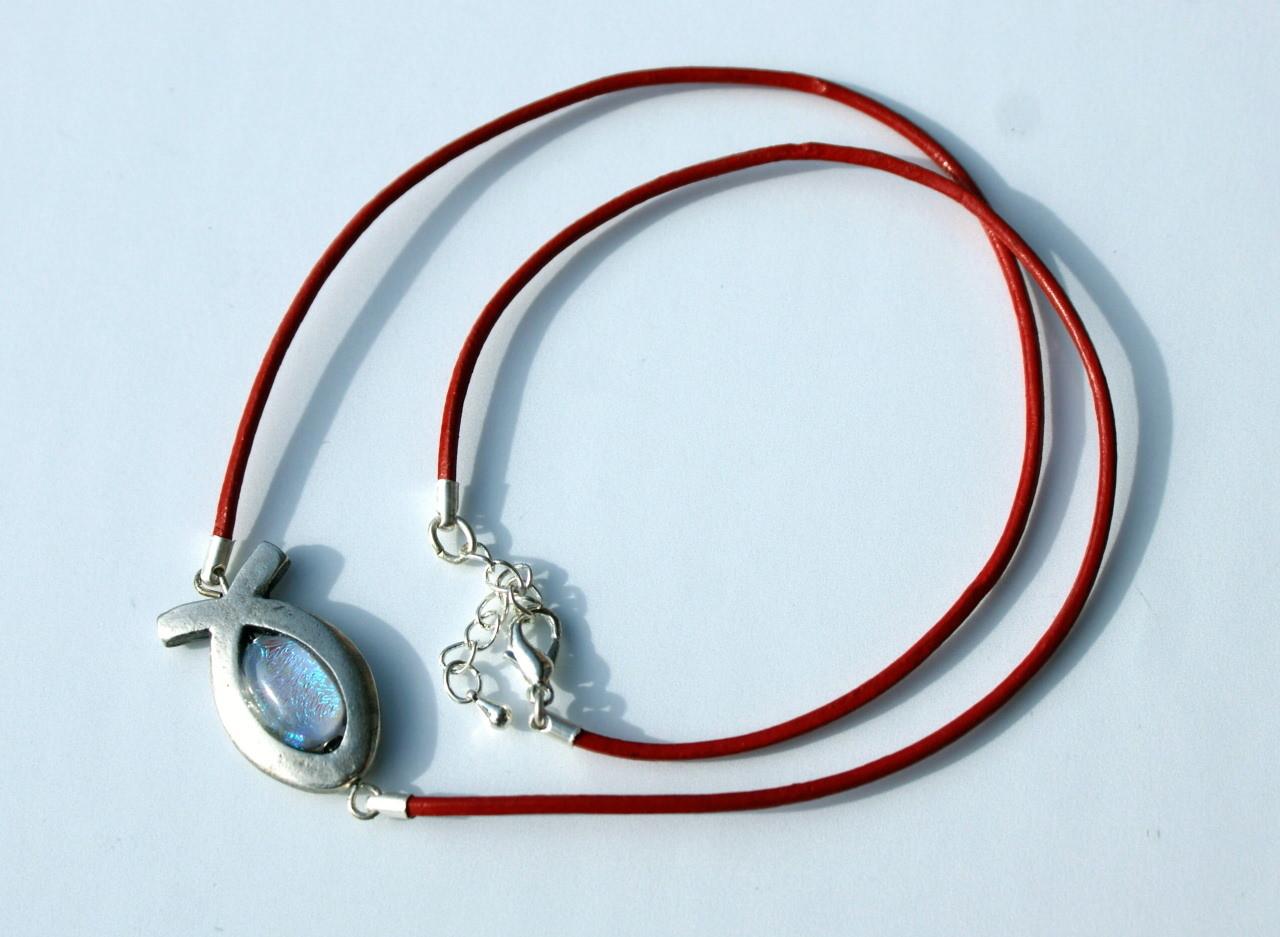 - Ichthys mit dichroitischem Glas am Lederband rot silber christlich Fisch - Ichthys mit dichroitischem Glas am Lederband rot silber christlich Fisch