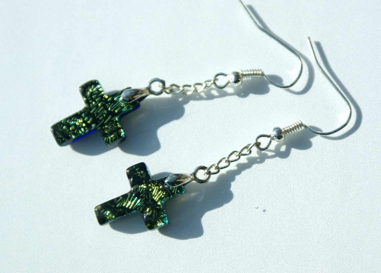 Kleinesbild - Ohrhänger Kreuz dichroitisches Glas gelbgrün Kette versilbert christlich leicht zierlich Ohrschmuck