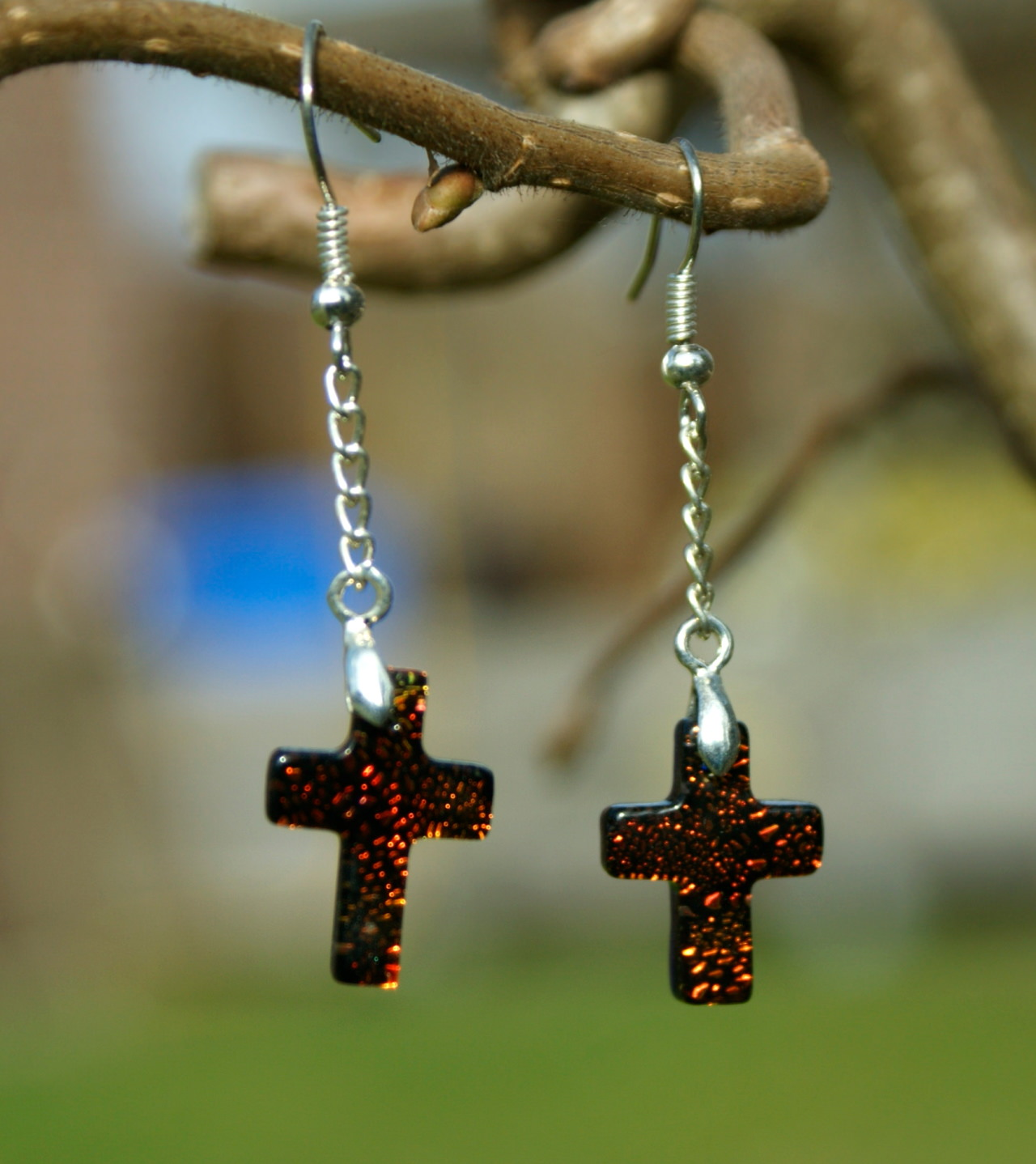 Kleinesbild - Ohrhänger Kreuz dichroitisches Glas orange versilbert zierlich Kette christlich