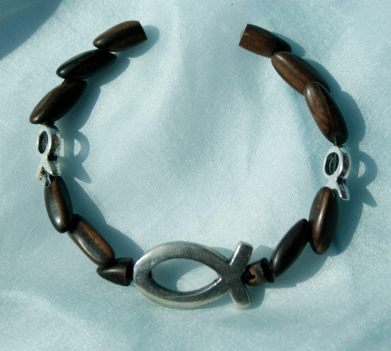 Kleinesbild - Armband ICHTHYS  und kleine Fische Ebenholz Lederband versilbert Holz Magnetverschluss Fisch christlich