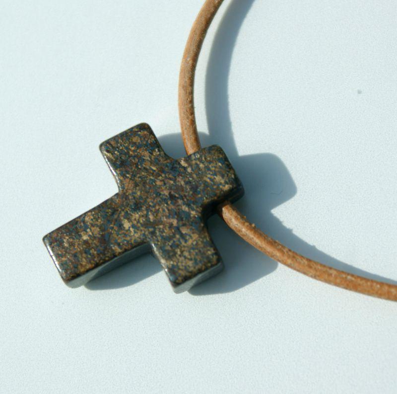 - kleines KREUZ aus Bronzit Pyrit Anhänger Lederband Mann Frau christlich natur schlicht - kleines KREUZ aus Bronzit Pyrit Anhänger Lederband Mann Frau christlich natur schlicht