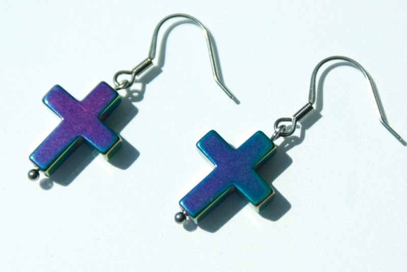 Kleinesbild - Ohrhänger Kreuz Hämatit VIOLETT TÜRKIS Edelstahl klein zierlich changierend christlich
