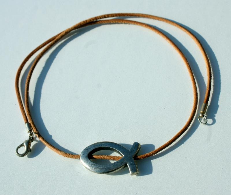 Kleinesbild - versilberter ICHTHYS an naturfarbenem Leder-Band christlich schlicht
