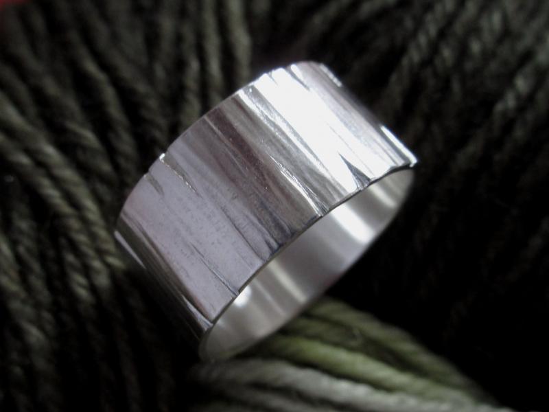 Kleinesbild - Strukturierter Silberring extreme