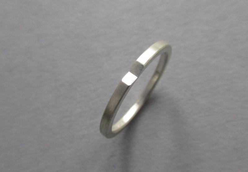 Kleinesbild - Silberring präsent mit Facette