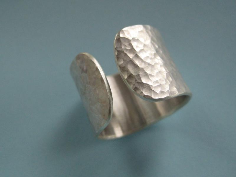 Kleinesbild - Silberring offen geschmiedet matt
