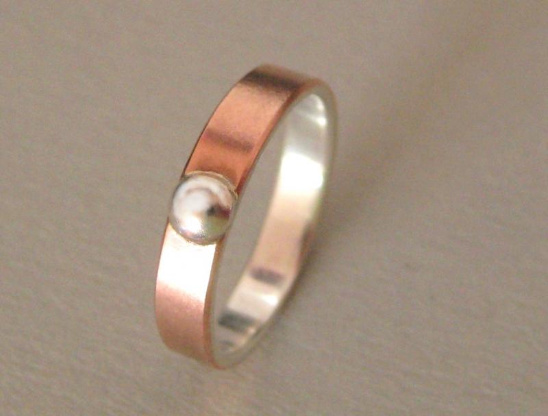 - Kuppel Kupfer-Silber-Ring mit Silbercabochon - Kuppel Kupfer-Silber-Ring mit Silbercabochon