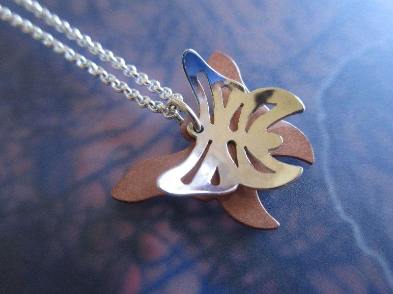 - -Schmetterling- Anhänger aus Silber und Kupfer mit Kette - -Schmetterling- Anhänger aus Silber und Kupfer mit Kette