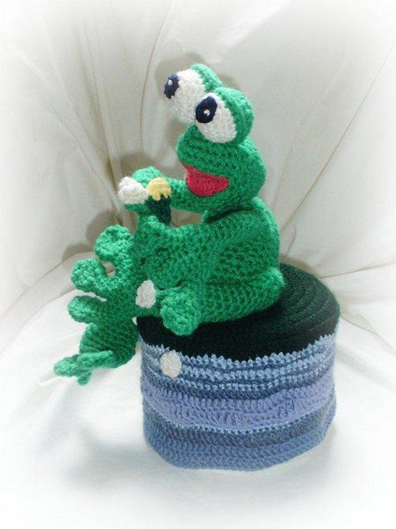 Wohnen : Amigurumi verliebter Frosch Klopapierhut gehäkelt