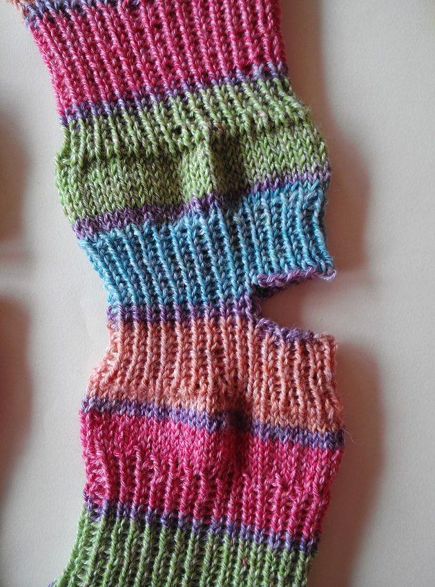 Kleinesbild - Yoga-Socken aus Baumwollmischgarn - Gr. 38/39 - handgestrickt - bunt - frische Farben