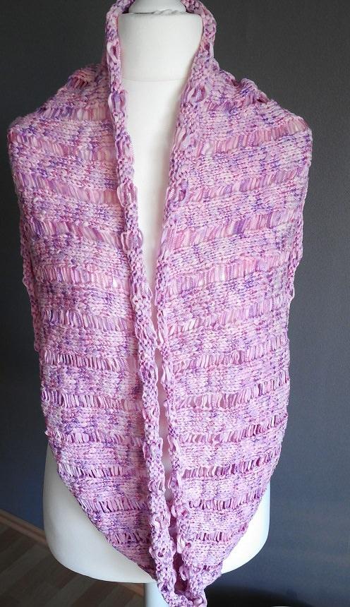 Kleinesbild -  Handgestrickter pastellfarbender Schal aus Bändchengarn mit luftigen Muster  jetzt kaufen