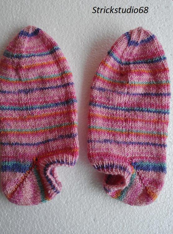 Kleinesbild -  Handgestrickte Sneaker in der  Gr. 36/37 in Bonbon-Farben im gestreifen Farbverlauf